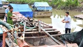 Tiền Giang: Xử lý 3 tàu khai thác cát trái phép