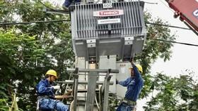 Chủ động kiểm tra lưới điện tại các khu vực ngập úng