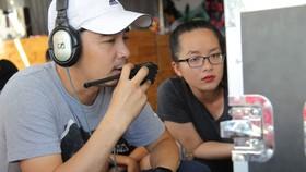 Đạo diễn Trần Minh Ngân chỉ đạo diễn xuất ở trường quay