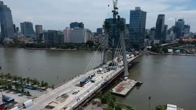 Sớm đưa vào sử dụng các công trình trọng điểm giúp giao thông  thông thoáng - Công trình cầu Thủ Thiêm 2. Ảnh: CAO THĂNG