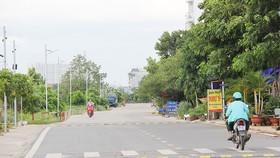 Đoạn đường ven kênh Tham Lương trị giá hơn 400 triệu đồng do người dân khu phố 7, phường 14 (quận Gò Vấp) đóng góp thực hiện. Ảnh: HOÀI NAM