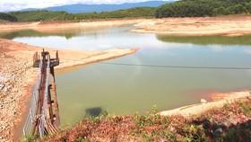 Hệ thống xả lũ hồ thủy lợi Đập Làn, Hương Khê, Hà Tĩnh xuống cấp nghiêm trọng. Ảnh: NGỌC OAI