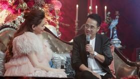 NSƯT Thành Lộc xuất hiện trong vai trò người dẫn chuyện với nhân vật chính