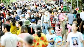 Rất đông người dân TPHCM và du khách tham quan Thảo Cầm Viên Sài Gòn vào ngày 1-1-2021. Ảnh: DŨNG PHƯƠNG
