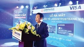 Ông Phạm Doãn Sơn, Phó Chủ tịch Thường trực HĐQT kiêm Tổng Giám đốc LienVietPostBank phát biểu tại lễ ra mắt thẻ quốc tế LienVietPostBank Visa