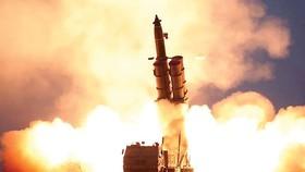 Hình chụp một vụ thử tên lửa của Triều Tiên do hãng Thông tấn Trung ương Triều Tiên (KCNA) công bố ngày 28-11-2019. Ảnh: Reuters