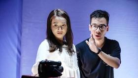 Nguyễn Hữu Hoàng hướng dẫn diễn xuất cho Nhã Phương trong Song song