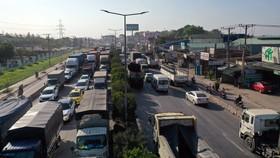 Tình trạng kẹt xe trên QL51, đoạn qua địa bàn tỉnh Đồng Nai trong dịp lễ 30-4 và 1-5-2021. Ảnh: TIẾN MINH