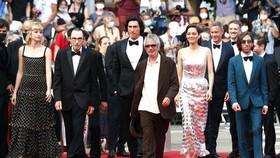 Đoàn phim Annette - bộ phim được chọn trình chiếu  mở màn LHP Cannes 2021. Ảnh: REUTERS