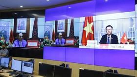 Chủ tịch Quốc hội Vương Đình Huệ hội đàm trực tuyến với Chủ tịch Hạ viện Vương quốc Habid El Malki. Ảnh: TTXVN
