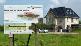 Nhà rao bán ở Đức. Ảnh: REUTERS