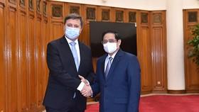 Thủ tướng Phạm Minh Chính đã tiếp Đại sứ Ba Lan Wojciech Gerwel. Ảnh: NHẬT BẮC