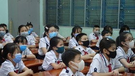 Học sinh Trường Tiểu học Nguyễn Thị Minh Khai (quận Gò Vấp) trong một giờ học cuối năm học 2020-2021