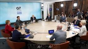 Tổng thống Mỹ Joe Biden (giữa) cùng lãnh đạo các nước tham dự Hội nghị G7 ở Cornwall, Anh ngày 11-6-2021. Ảnh: AFP/TTXVN