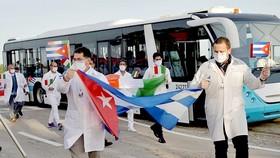 Chuyên gia Cuba về nước sau khi giúp Italy chống dịch