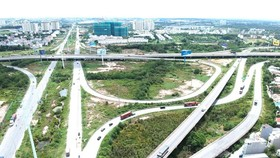 Đoạn giao giữa tuyến Vành đai 2 và cao tốc TPHCM - Long Thành - Dầu Giây. Ảnh: CAO THĂNG