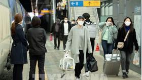 Người dân tại Seoul, Hàn Quốc. Ảnh: THX/TTXVN