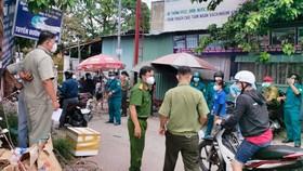 Lực lượng chức năng TP Thuận An đã vận động hàng trăm người dân quay về nhà trọ