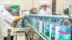 Chai đựng nước làm từ nhựa tái chế