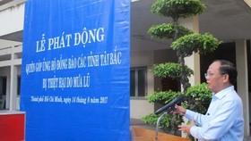 Đồng chí Tất Thành Cang, Ủy viên Trung ương Đảng, Phó Bí thư Thường trực Thành ủy phát động đóng góp ủng hộ đồng bào các tỉnh miền núi phía Bắc bị thiệt hại do cơn lũ gây ra