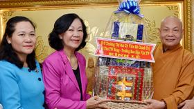 Đồng chí Trương Thị Mai, Trưởng Ban Dân vận Trung ương thăm các tôn giáo