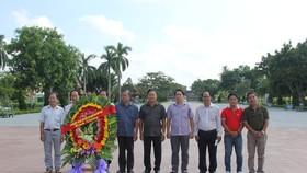 Đoàn kính cẩn nghiêng mình tưởng nhớ các anh hùng, liệt sĩ đã hy sinh trong 81 ngày đêm lịch sử mùa hè năm 1972