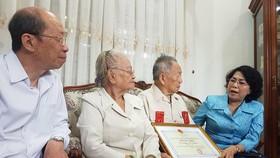 Đoàn Lãnh đạo TPHCM thăm, chúc thọ người cao tuổi tiêu biểu