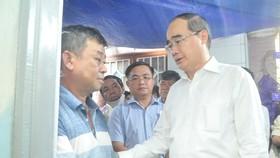 Lãnh đạo TPHCM thăm các em học sinh bị nạn trong vụ cây phượng bật gốc tại Trường THCS Bạch Đằng