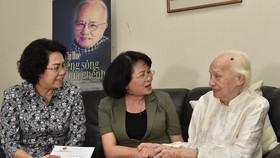 Phó Chủ tịch nước Đặng Thị Ngọc Thịnh thăm các vị lão thành cách mạng thời tiền khởi nghĩa