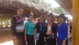 Đoàn đại biểu già làng, trưởng bản tiêu biểu các tỉnh biên giới phía Bắc tham quan biển Vũng Tàu