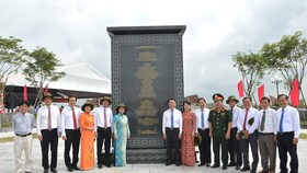 Chủ tịch HĐND TPHCM Nguyễn Thị Lệ, Phó Chủ tịch Thường trực UBND TPHCM Lê Thanh Liêm cùng các đại biểu tại lễ khánh thành. Ảnh: VIỆT DŨNG