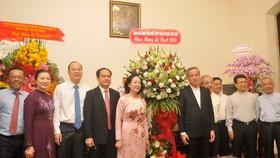 Đoàn lãnh đạo Trung ương và TPHCM đến thăm, chúc Giáng sinh tại Tòa Tổng giám mục TP. Ảnh: CAO THĂNG