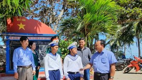 Đoàn đại biểu các tỉnh thành Nam bộ đi thăm, chúc tết cán bộ, chiến sĩ tại Vùng biển Tây Nam