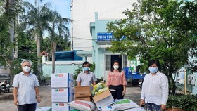 Tặng 400 túi thuốc an sinh hỗ trợ người F0 tại huyện Nhà Bè
