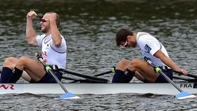 Hugo Boucheron và Matthieu Androdias (Pháp) thiết lập thành tích 6 phút 10 giây 45 ở nội dung thuyền đôi nam mái chèo đôi