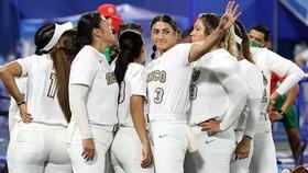 Đội tuyển bóng mềm Mexico đã để thua 2-3 trước Canada trong trận tranh HCĐ Olympic