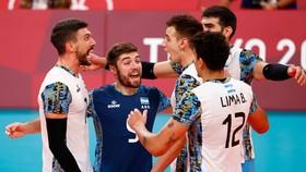 Argentina đoạt tấm HCĐ môn bóng chuyền nam Olympic Tokyo 2020. Ảnh: REUTERS