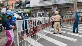 Lực lượng chức năng phong tỏa đường Hồ Văn Đại