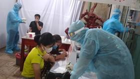 Người dân Bình Phước đổ xô xét nghiệm SARS- CoV-2  .