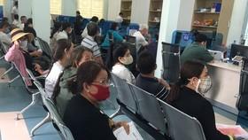 Người dân đến làm hồ sơ tại Trung tâm hành chính công Tây Ninh