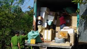 Tài xế xe tải 29KT - 006.45 không xuất trình được giấy tờ lô hàng trên xe