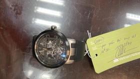 Trao lại đồng hồ gần 40.000 USD cho quan chức cao cấp Brunei để quên tại sân bay
