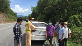 Phát hiện một ô tô chở 4 người trốn khỏi Đà Nẵng về quê