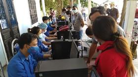 Hàng ngàn người Đà Nẵng đến Thừa Thiên - Huế sau khi nới lỏng kiểm soát