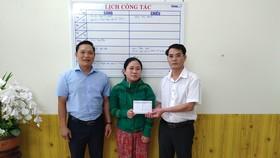 Báo SGGP trao tiền hỗ trợ hoàn cảnh cháu Kiệt