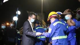 Lãnh đạo TP Đà Nẵng thăm và chúc tết các đơn vị trong đêm giao thừa