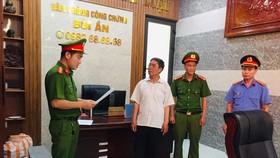 Bắt tạm giam trưởng phòng công chứng liên quan vụ làm giả sổ đỏ
