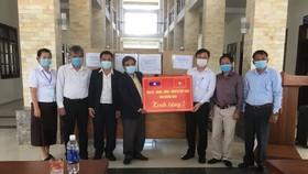 Quảng Nam hỗ trợ trang thiết bị phòng chống dịch Covid-19 cho tỉnh Sê Kông, Lào