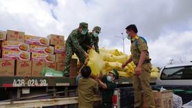 BĐBP tỉnh Quảng Nam vận chuyển lương thực hỗ trợ cho đơn vị làm nhiệm vụ bảo vệ biên giới của tỉnh Sê Kông, Lào