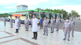Buổi lễ khởi hành đón người dân Quảng Nam tại TPHCM về quê. Ảnh: NGUYỄN CƯỜNG